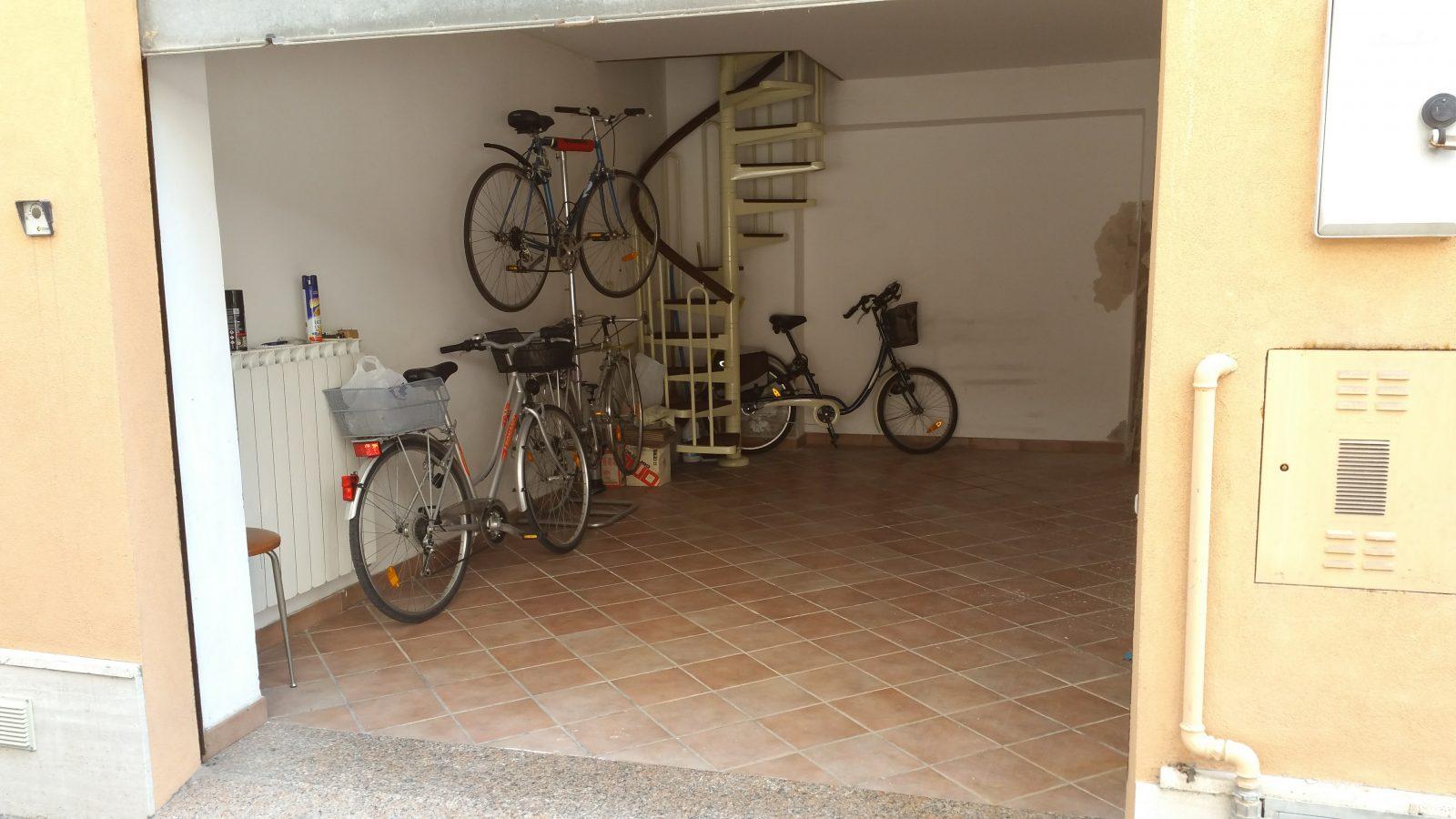 Garage soppalcato a Porto San Giorgio  – centro-