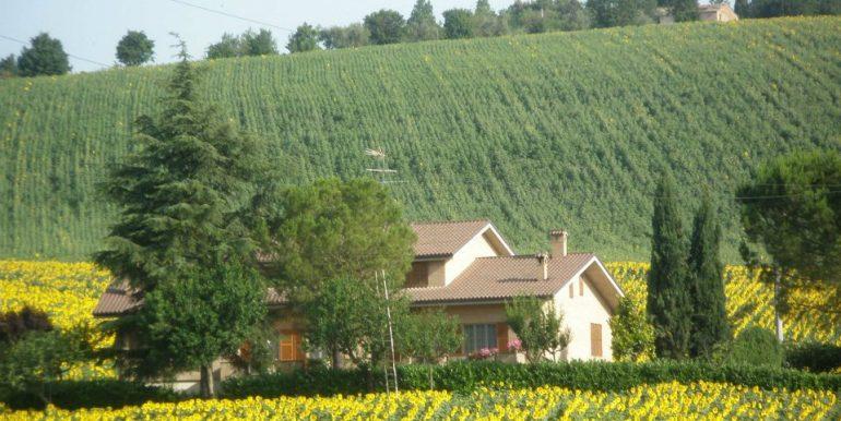 casa vista dalla strada vald'ete